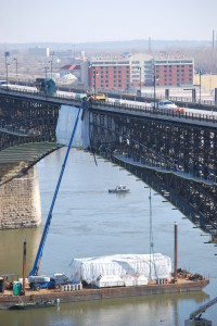 Eads Bridge Containment With Containment Barge 012313 019